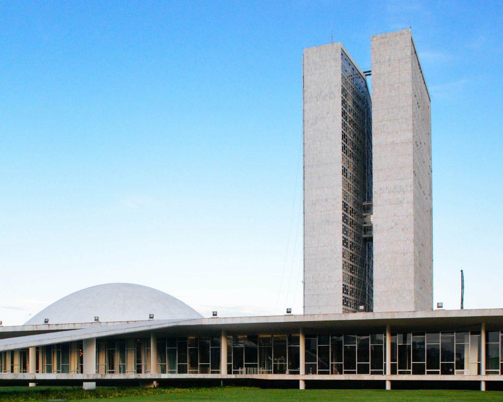 Eduardo Maneira comenta no Correio Braziliense proposta de reforma tributária que tramita no Senado